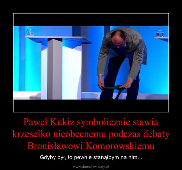Paweł Kukiz symbolicznie stawia krzesełko nieobecnemu podczas debaty Bronisławowi Komorowskiemu – Gdyby był, to pewnie stanąłbym na nim...