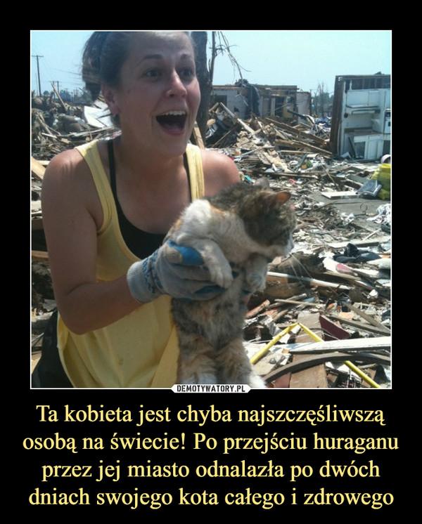 Ta kobieta jest chyba najszczęśliwszą osobą na świecie! Po przejściu huraganu przez jej miasto odnalazła po dwóch dniach swojego kota całego i zdrowego –