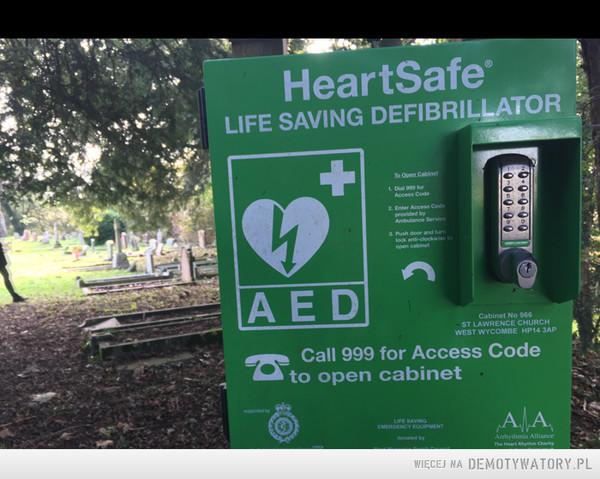 Defibrylator na cmentarzu na wypadek gdyby jednak zmienili zdanie ... – Na ratunek umarłym