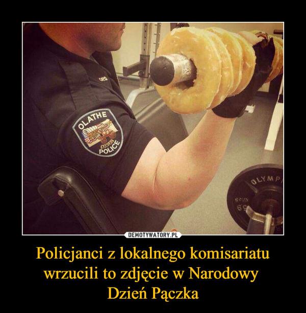 Policjanci z lokalnego komisariatu wrzucili to zdjęcie w Narodowy Dzień Pączka –