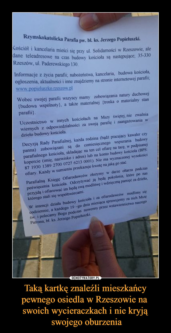 Taką kartkę znaleźli mieszkańcy pewnego osiedla w Rzeszowie na swoich wycieraczkach i nie kryją swojego oburzenia –