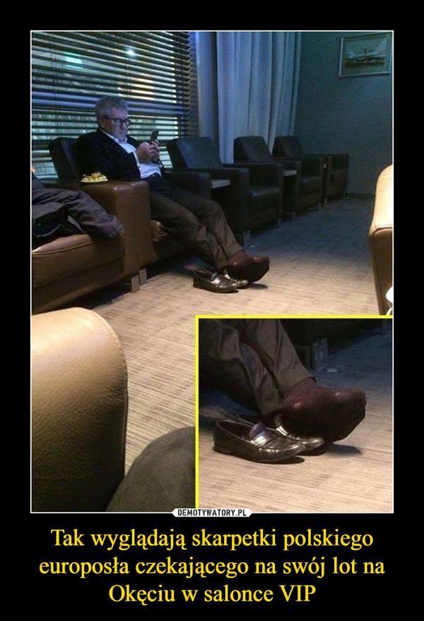 Tak wyglądają skarpetki polskiego europosła czekającego na swój lot na Okęciu w salonce VIP –