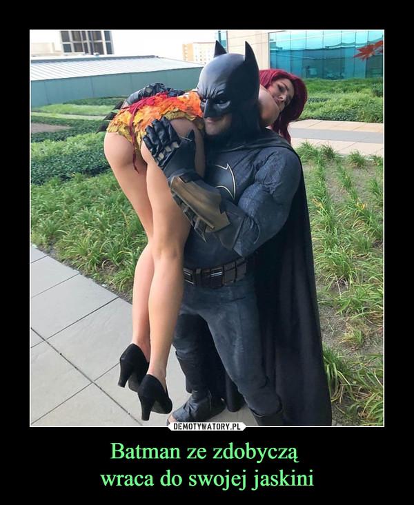 Batman ze zdobyczą wraca do swojej jaskini –