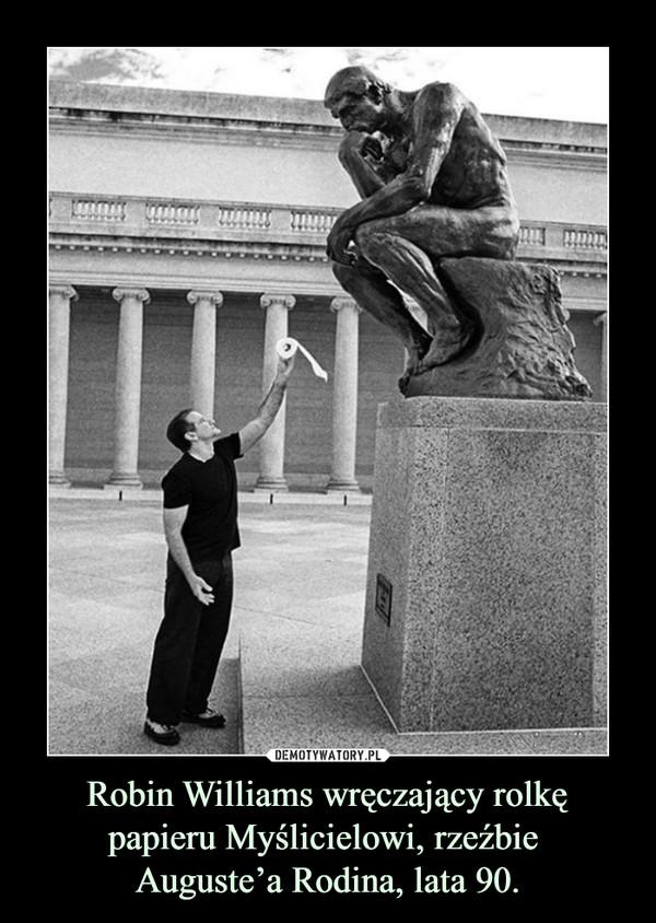 Robin Williams wręczający rolkę papieru Myślicielowi, rzeźbie Auguste'a Rodina, lata 90. –