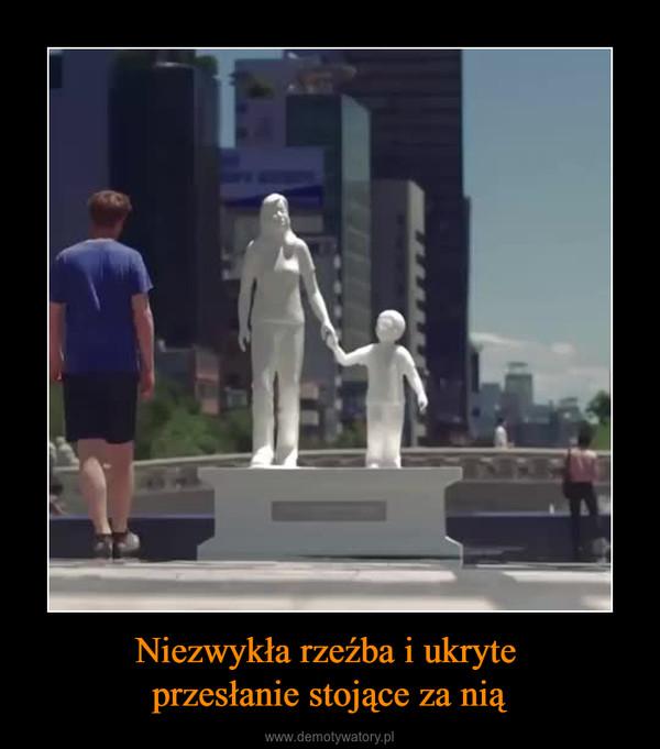 Niezwykła rzeźba i ukryte przesłanie stojące za nią –