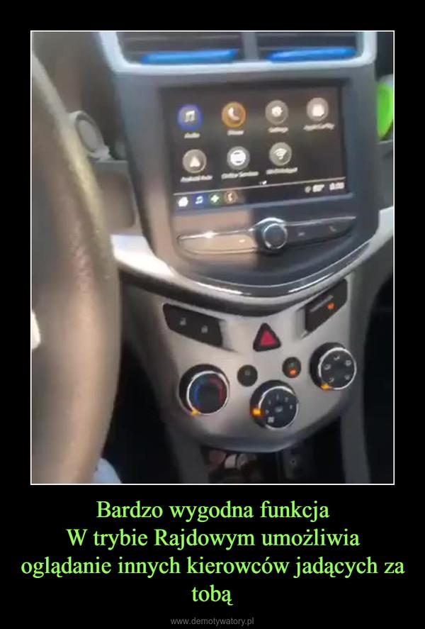 Bardzo wygodna funkcjaW trybie Rajdowym umożliwia oglądanie innych kierowców jadących za tobą –