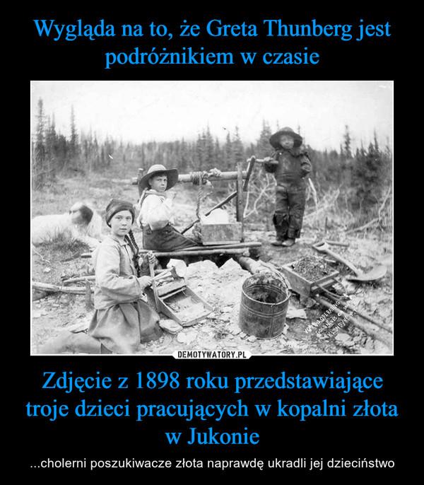 Zdjęcie z 1898 roku przedstawiające troje dzieci pracujących w kopalni złota w Jukonie – ...cholerni poszukiwacze złota naprawdę ukradli jej dzieciństwo