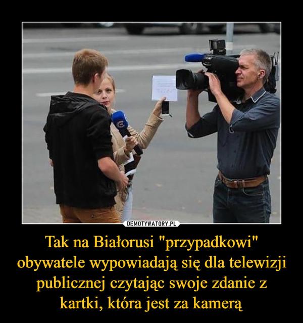 """Tak na Białorusi """"przypadkowi"""" obywatele wypowiadają się dla telewizji publicznej czytając swoje zdanie z kartki, która jest za kamerą –"""
