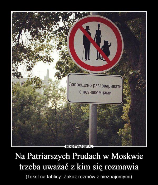 Na Patriarszych Prudach w Moskwie trzeba uważać z kim się rozmawia – (Tekst na tablicy: Zakaz rozmów z nieznajomymi)