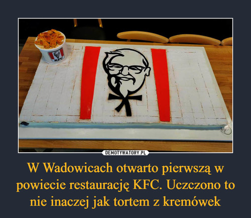 W Wadowicach otwarto pierwszą w powiecie restaurację KFC. Uczczono to nie inaczej jak tortem z kremówek